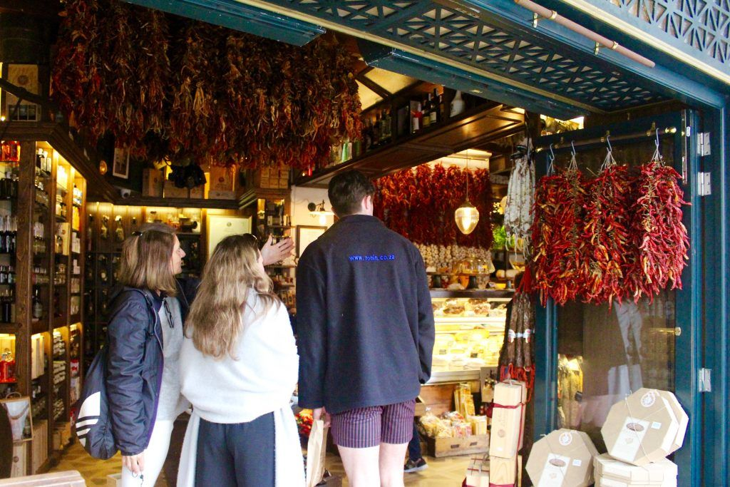 Guests during foodie tour in Palma de Mallorca