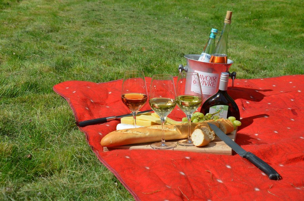 Picnic as one of the Easter activities in Mallorca